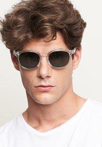 Meller - BANNA - Sunglasses - minor olive - 0