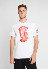 Nike Performance - KYRIE IRVING DRY TEE LOGO - Print T-shirt - white - 0