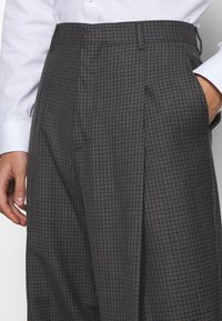 Paul Smith - GENTS FORMAL TROUSER - Oblekové kalhoty - brown - 5