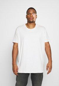 Burton Menswear London - SHORT SLEEVE CREW 3 PACK - T-shirt basic - red/offwhite - 4