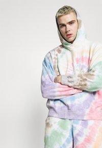 Abercrombie & Fitch - PRIDE - Shorts - multi coloured - 3