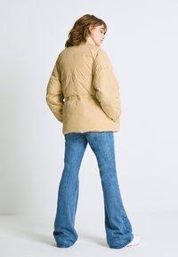 Levi's® - ROSA FASHION - Down jacket - iced coffee - 2