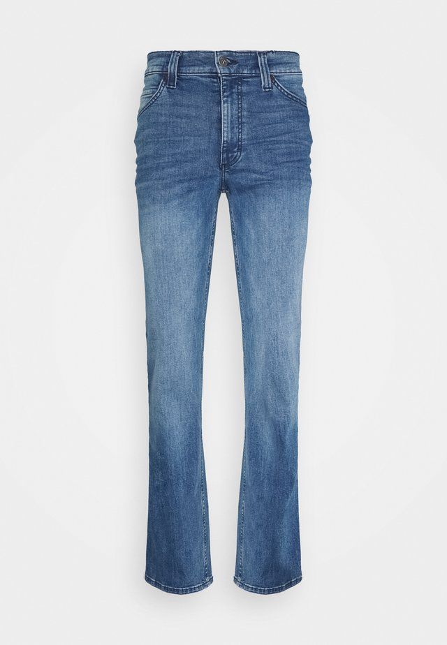 TRAMPER - Džíny Straight Fit - denim blue