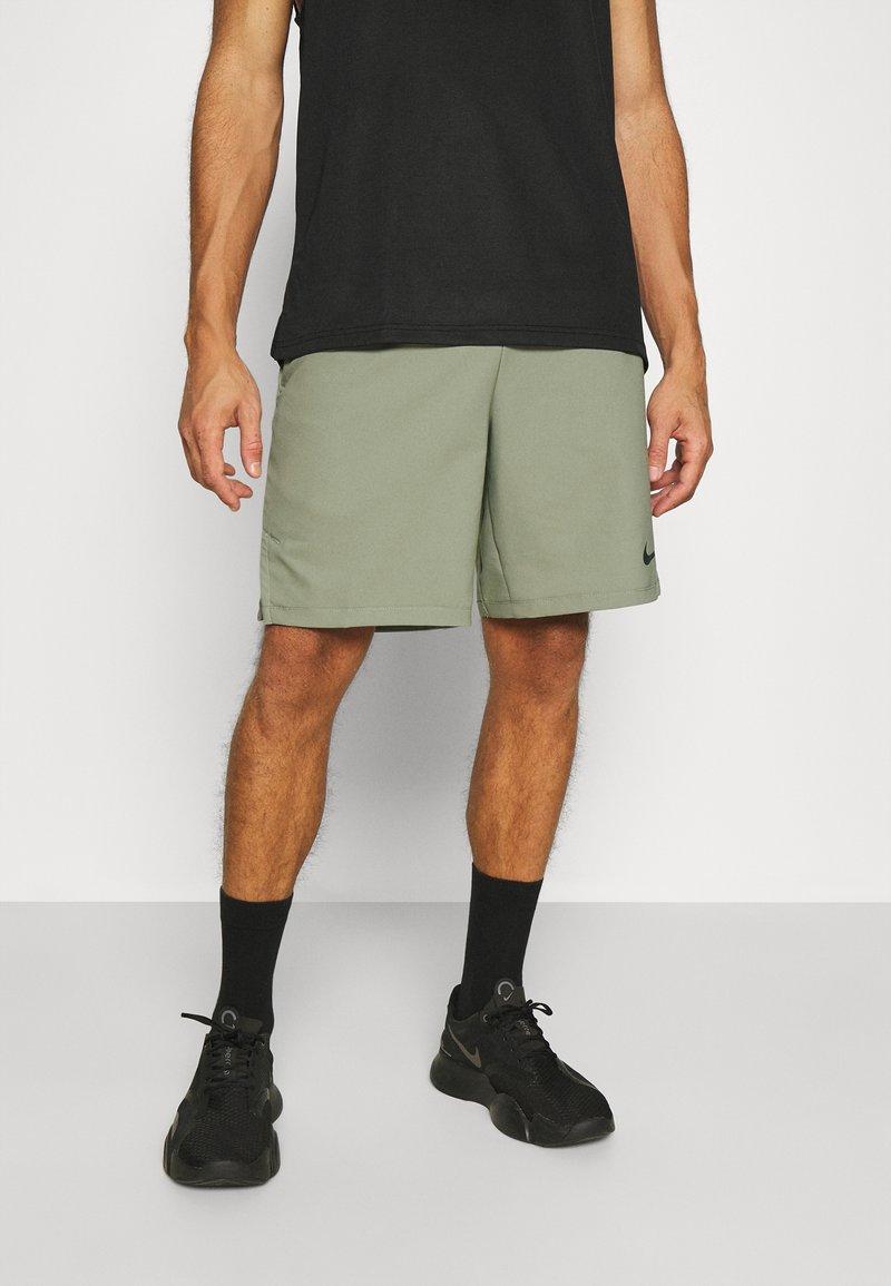 Nike Performance - FLEX VENT MAX SHORT - Pantaloncini sportivi - light army/black
