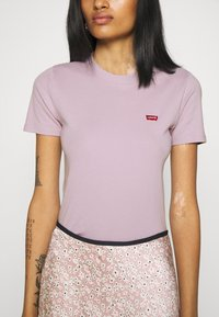 Levi's® - BABY TEE - Print T-shirt - lavender frost - 5