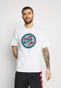 Nike Performance - TEE - T-shirt con stampa - white - 0