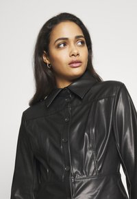 Weekday - VIVIANA BLOUSE - Skjorte - black - 4