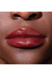 Maybelline New York - COLOR SENSATIONAL THE CREAMS - Lipstick - brick beat - 4