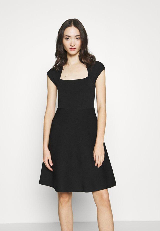 MORGANA - Pletené šaty - black