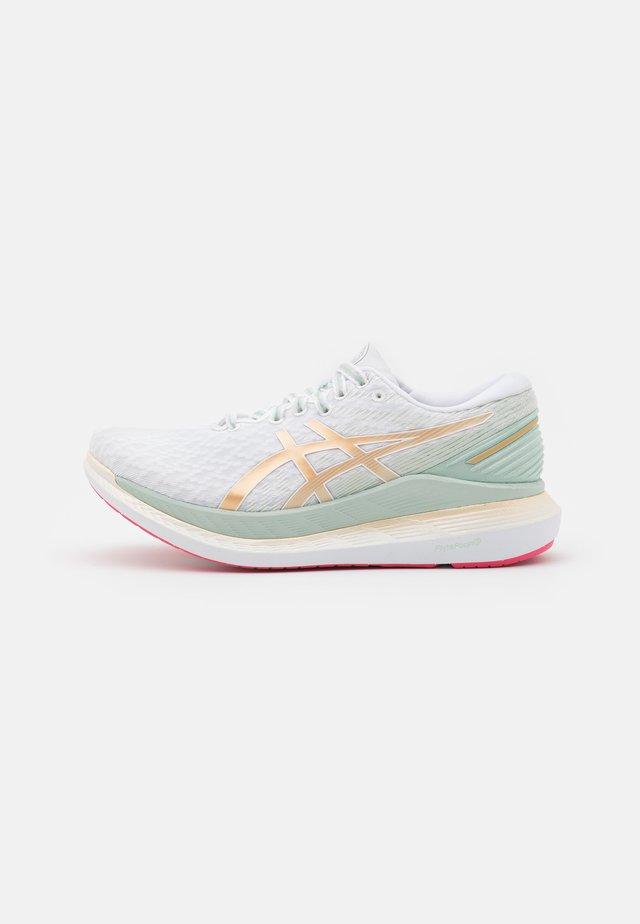 GLIDERIDE 2 SAKURA - Neutral running shoes - white/champagne