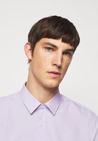 HUGO - ELISHA - Formální košile - light pastel purple - 3