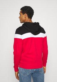 Jack & Jones - JJSHAKE ZIP HOOD - Zip-up hoodie - true red - 2