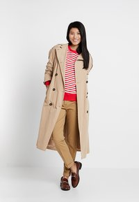 Tommy Hilfiger - HERITAGE - Chinosy - classic camel - 1