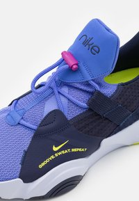 Nike Performance - SUPERREP GROOVE - Sports shoes - blackened blue/cyber/sapphire/ghost - 5
