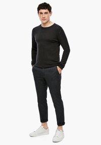 s.Oliver BLACK LABEL - Trousers - grey heringbone - 1