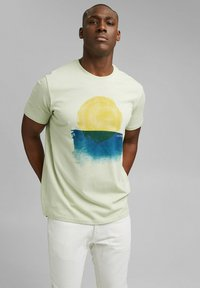Esprit - ARTWORK - Print T-shirt - pastel green - 0