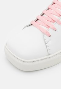 Joshua Sanders - SQUARED SHOES - Trainers - pink - 6