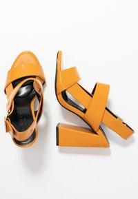 co wren wide fit - Sandaler med høye hæler - mustard - 3