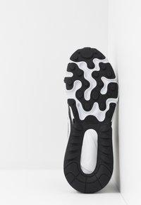Nike Sportswear - AIR MAX 270 REACT - Sneakers basse - black/vast grey/off noir/white - 5