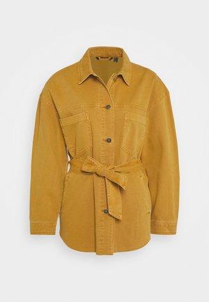 VMRAISA BELT JACKET - Denim jacket - buckthorn brown