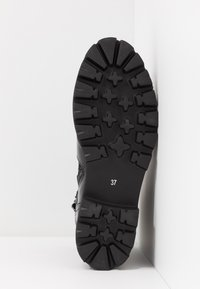 Steve Madden - HOOFY - Cowboy/biker ankle boot - black - 6