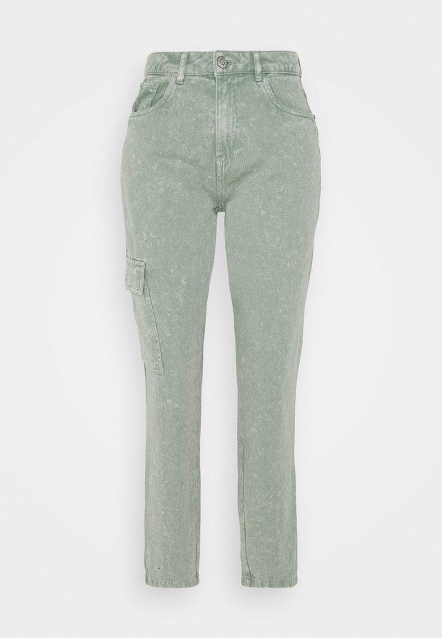 NMMABEL MOM POCKET ANKLE PANTS - Džíny Relaxed Fit - slate gray