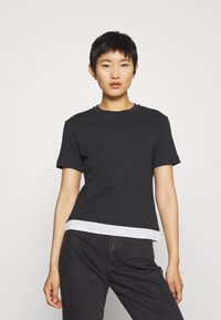 Calvin Klein Jeans - TAPE MODERN STRAIGHT TEE - Triko spotiskem - black - 0