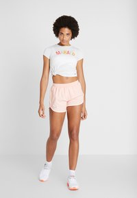 Under Armour - FLY BY SHORT - Sports shorts - calla/peach frost - 1