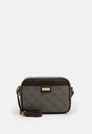 HAMPTON CROSSBODY BAG PRINTED - Across body bag - brown