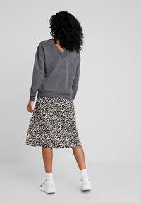 Vero Moda - VMCESINA V NECK  - Sweatshirt - dark grey - 2