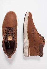 Timberland - CROSS MARK PT CHUKKA - Sneaker low - cognac - 1