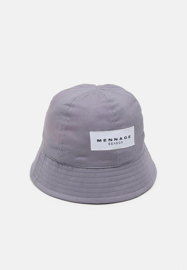 SUNDAZE SLOPED BUCKET HAT - Hat - grey