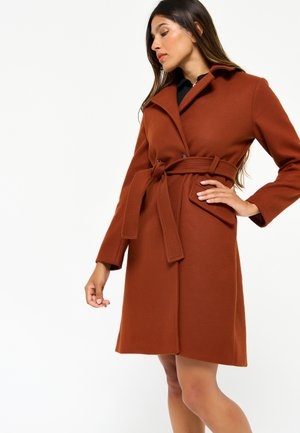 WITH BELT - Trenchcoat - red