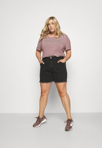 Cotton On Curve - MOM HIGH WAIST - Shorts di jeans - midnight black - 1