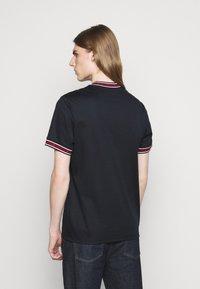 Michael Kors - LOGO TAPE TEE - Print T-shirt - midnight - 4