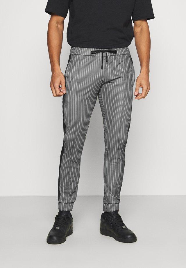 VERT - Pantalon de survêtement - black/white