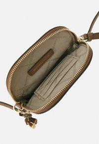 MICHAEL Michael Kors - JET SET CHARM XBODY - Across body bag - luggage - 3