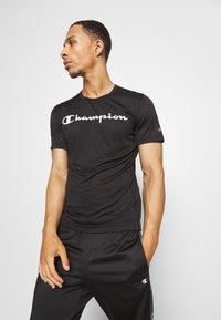 Champion - LEGACY TRAINING CREWNECK - Print T-shirt - black - 0