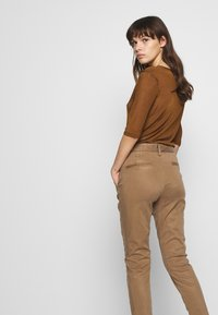 Herrlicher - LOVELY POWERSTRETCH - Chino kalhoty - umbra - 3