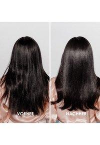 KÉRASTASE - FUSIO SCRUB ÉNERGISANT KOPFHAUTPEELING - Hair treatment - - - 3