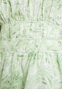 Forever New - RUCHED WAIST DETAIL BLOUSE - Pusero - evergreen paisley - 4
