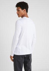 Emporio Armani - Long sleeved top - bianco ottico - 2
