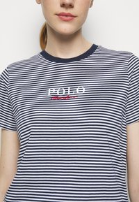 Polo Ralph Lauren - Print T-shirt - cruise navy/white - 5