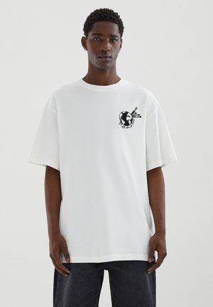 MIT PINSEL-MOTIV - T-shirt basic - off-white