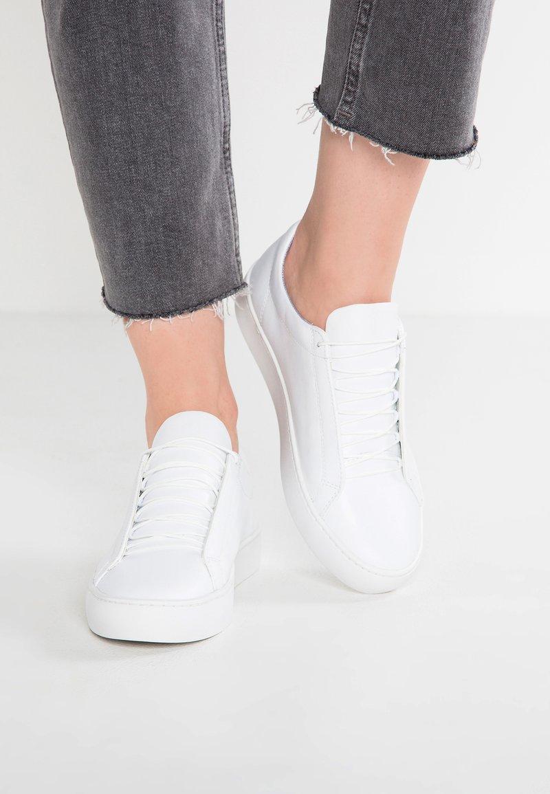 Vagabond - ZOE - Baskets basses - white