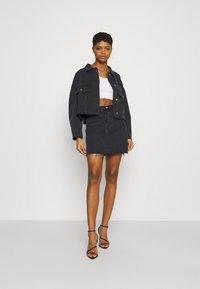 Missguided - PLEAT BACK OVERSIZED 80S JACKET - Denim jacket - black - 1