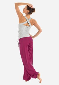 Winshape - Tracksuit bottoms - berry love - 2