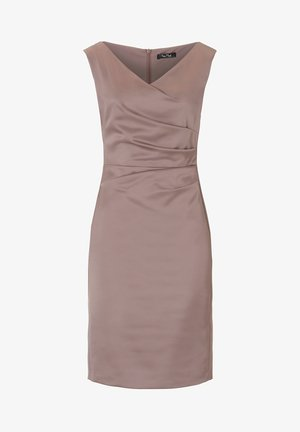 MIT RAFFUNG - Shift dress - nude