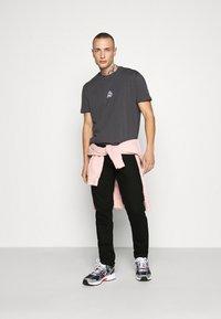 Redefined Rebel - NEW YORK - Jeans slim fit - black denim - 1