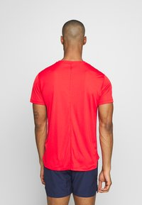 ASICS - SILVER SS - T-shirt basique - classic red - 2